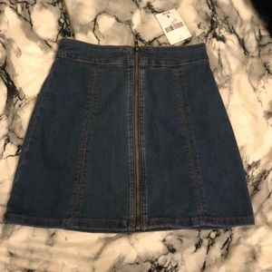 {NWT} Zip-Up Blue Denim Mini Skirt